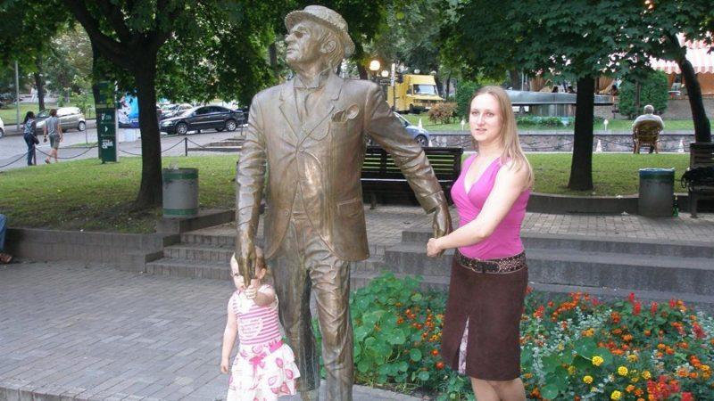 """Пам'ятник """"Великому сліпому"""" (Паніковському) на Прорізній"""