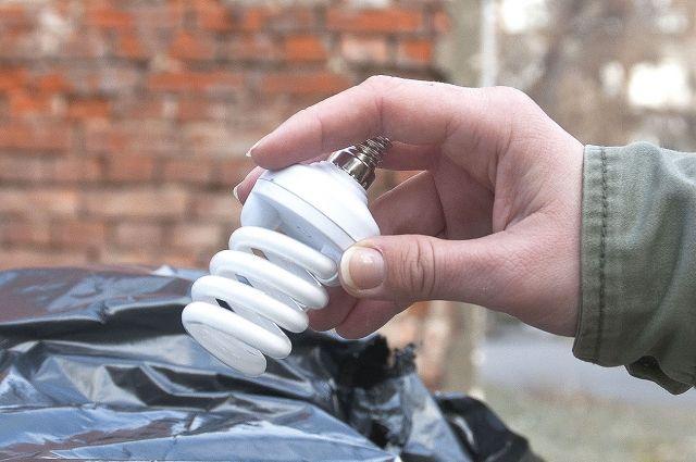 Чому не можна викидати енергозберігаючі лампи