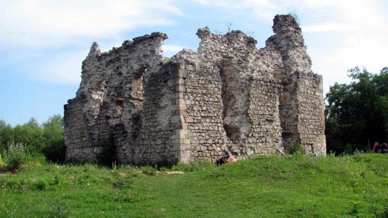 Замок Тамплієрів (с. Середнє)