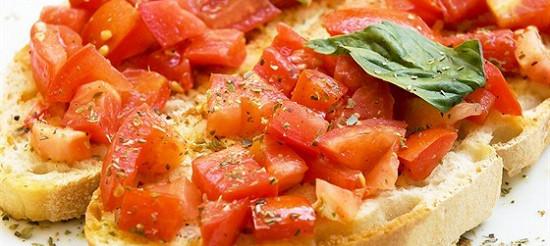 Брускетти з помідорами та базиліком – рецепт