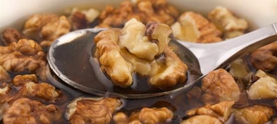Зацукровані волоські горіхи з медом – рецепт