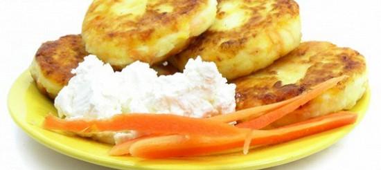 Сирники з морквою і урюком – рецепт