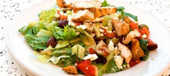 Салат з курки по-грецьки – рецепт