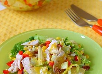 Салат з курки з ананасами і грибами – рецепт