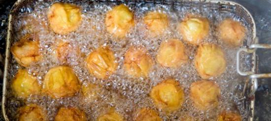 Сирні пампушки з томатним соусом – рецепт