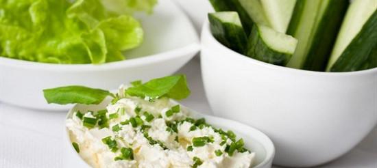 Єгипетський салат з сиром фета, м'ятою і кропом – рецепт