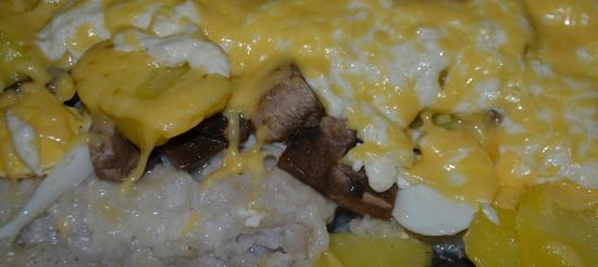 Риба, запечена в сметані, з картоплею та грибами – рецепт