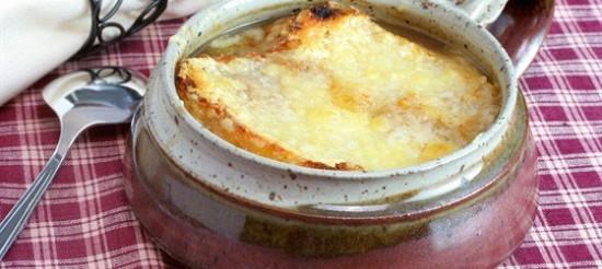 Французький цибульний суп з білим вином – рецепт