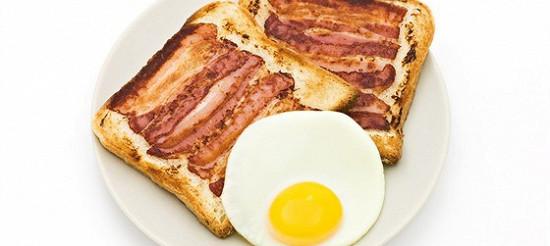 Смажена шинка на скибочках хліба – рецепт