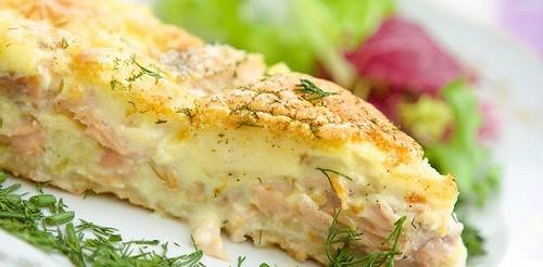 Фріттата з молодою картоплею, копченим лососем і горошком – рецепт