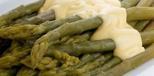 Зелена спаржа під соусом – рецепт