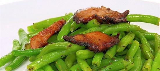 Зелена квасоля з беконом – рецепт