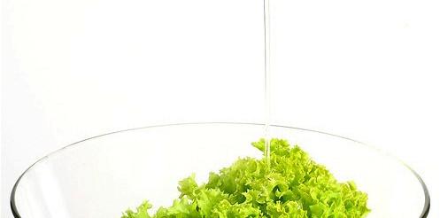 Зелений салат з гірчичною заправкою – рецепт