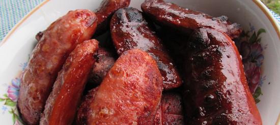 Смажені сосиски з помідорами і зеленню – рецепт