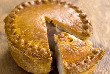 Листковий пиріг зі свининою і кров'яною ковбасою – рецепт