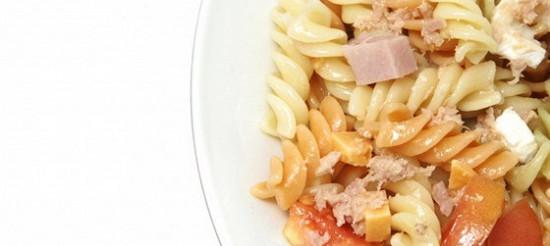 Салат з локшини з шинкою – рецепт