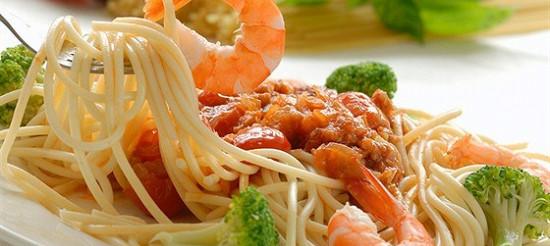 Локшина з морепродуктами і шафраном – рецепт