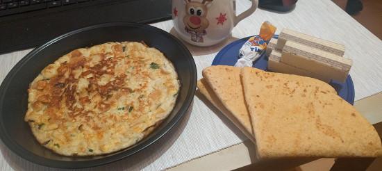 Омлет з сиром і білим хлібом – рецепт