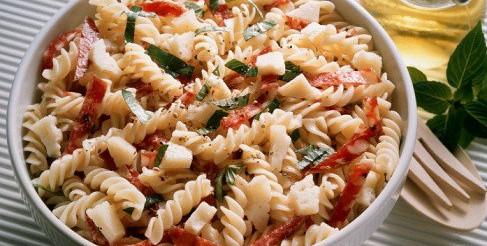 Салат з макаронів з овочами – рецепт