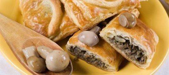Листковий пиріг з куртом і грибами – рецепт