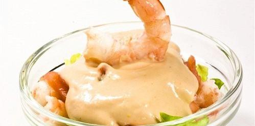 Салат з анчоусной заправкою і креветками – рецепт