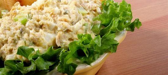 Салат з рибою і сухариками – рецепт