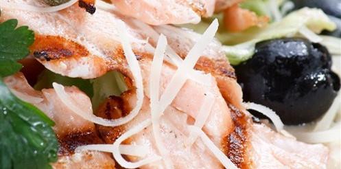 Салат з лосося з оливками – рецепт