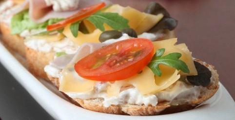 Бутерброд з сиром і редькою – рецепт