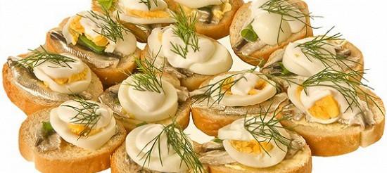 Бутерброд з рубаною кількою і яйцем – рецепт