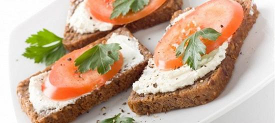 Бутерброди з помідорами і хріном – рецепт