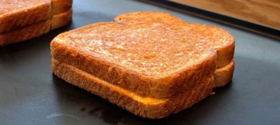 Бутерброди смажені з камамбером – рецепт