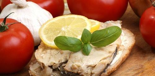Бутерброди з скумбрією і лимоном – рецепт