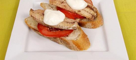 Бутерброди з скумбрією – рецепт