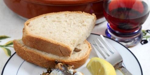 Бутерброди з сардинами на підсмаженому білому хлібі – рецепт