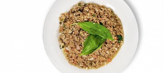 Полба з мідіями, помідорами та базиліком – рецепт