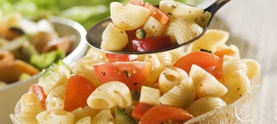 Літній салат з макаронами – рецепт