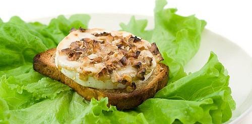 Тости з сирно-горіховою масою – рецепт
